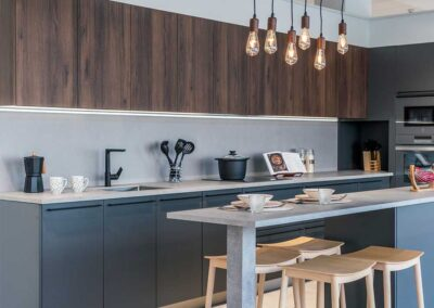 showroom-cocinas-gris