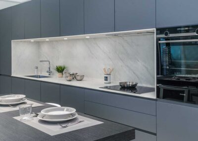 showroom-cocinas-grisplomo