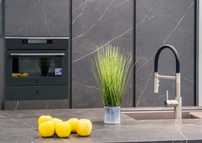 showroom-cocinas-negro