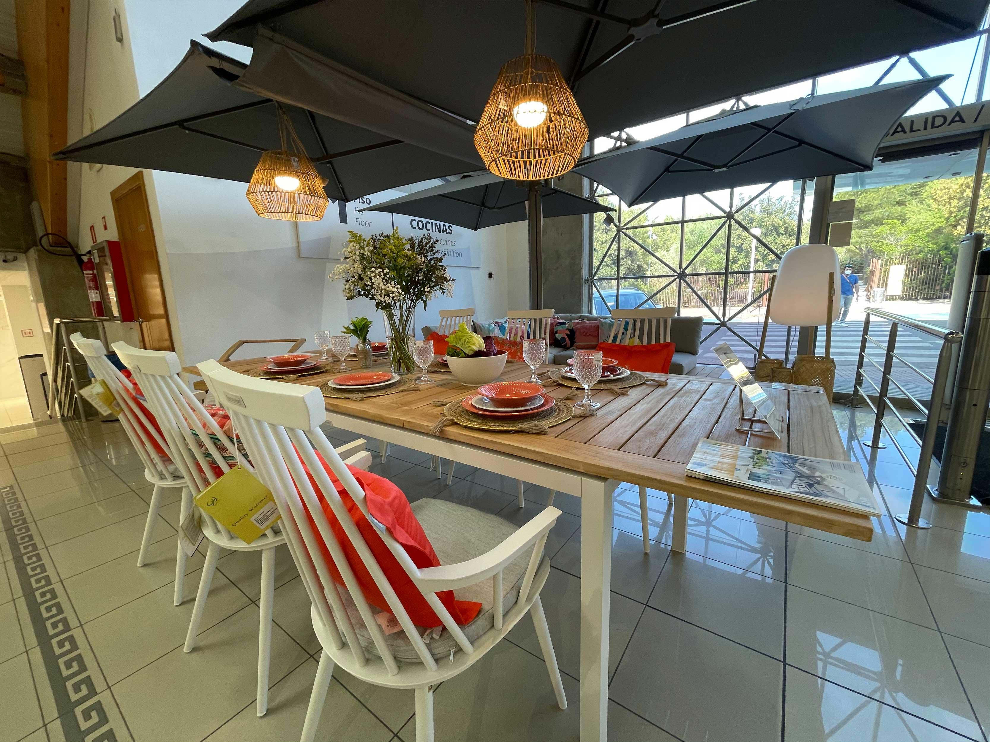 mesa-madera-toldo-exterior-menorca