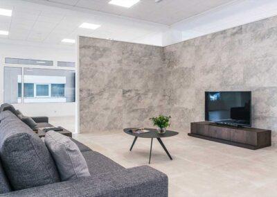 showroom-cocinas-sofa